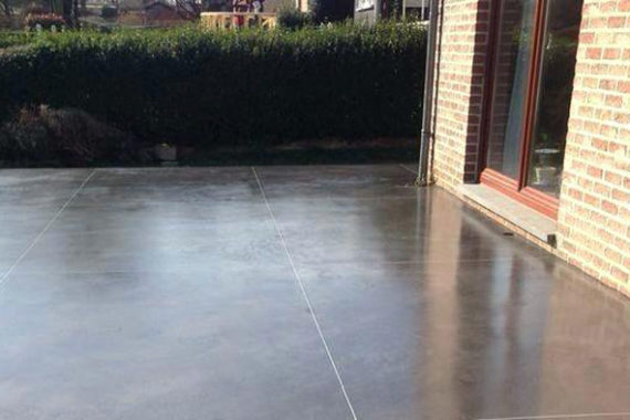 Comment faire une terrasse en béton lissé?