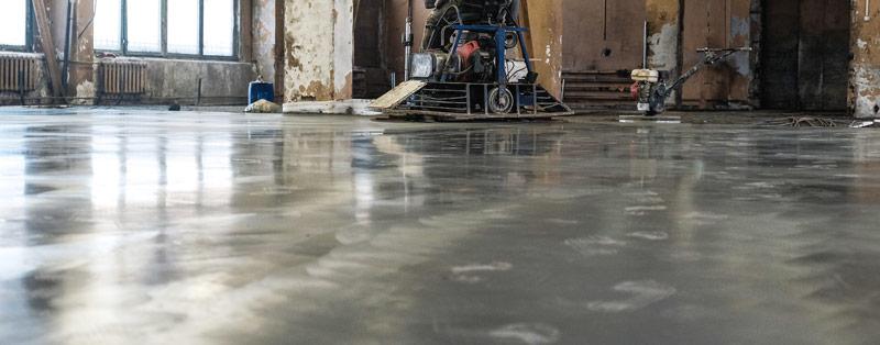 coulage et finition beton quartz avec l'helicoptere